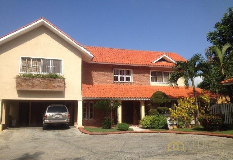 Seekers vende casa en proyecto cerrado, Arroyo Hondo II