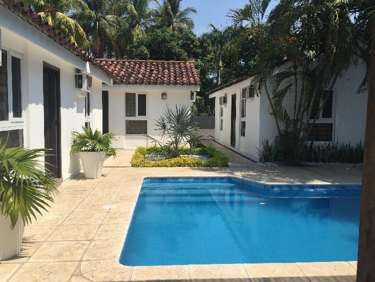 Hermosa casa en venta, Residencial en puerto Quetazal
