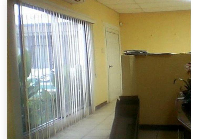Renta de oficina con cuatro ambientes, en zona 12