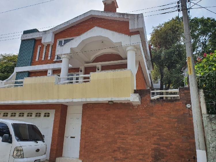 Amplia Casa en Renta, zona 1 de Mixco